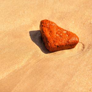 沙滩红石头