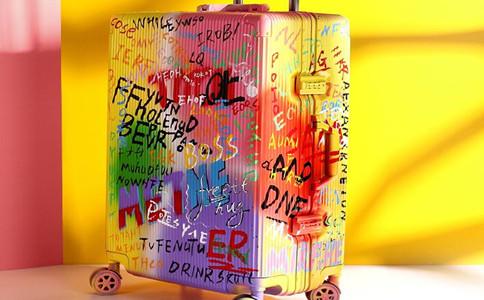 创意行李箱定制多少钱,定做浮雕拉杆箱报价