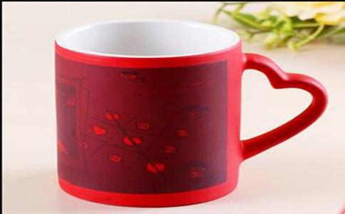 定制变色水杯报价,定做个性变色杯多少钱