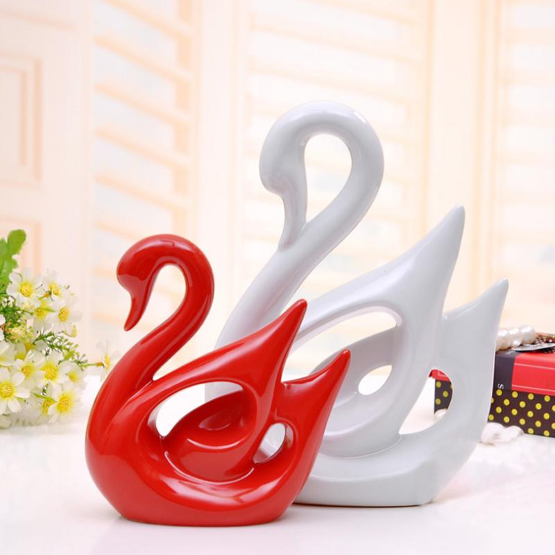 现代陶瓷装饰品家居摆件 情侣天鹅工艺品结婚礼品 大红小白