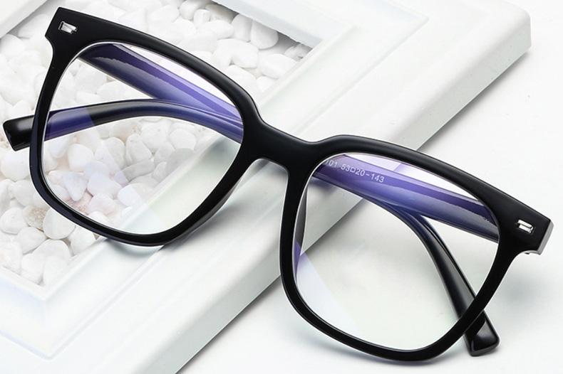 肤色与眼镜的搭配