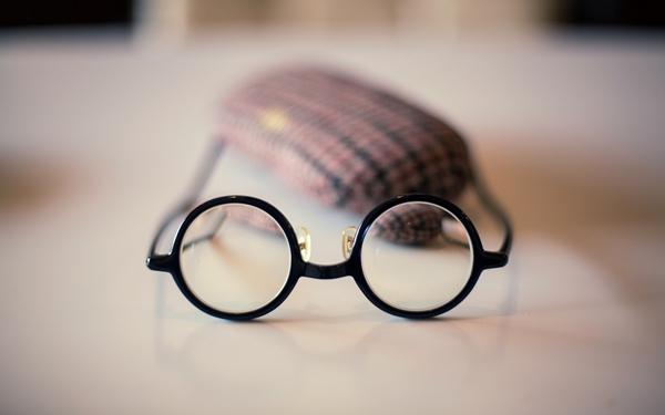 教你如何保养眼镜?