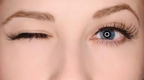 眼睛跳是怎么回事 什么原因导致的